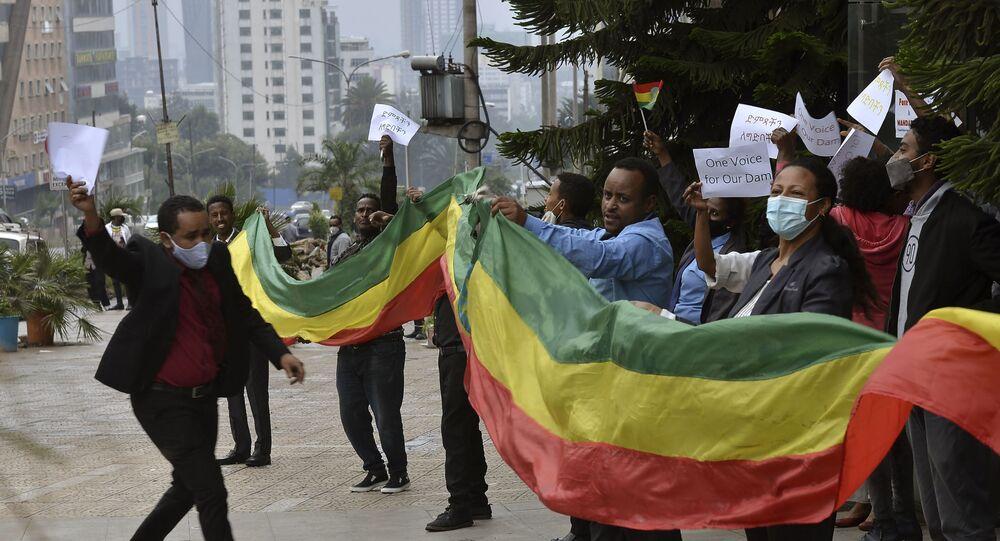 Gli etiopi celebrano la costruzione della grande diga della rinascita etiopica sul Nilo