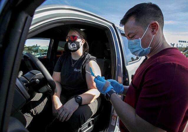 Vaccinazione di massa in California, gennaio 2021