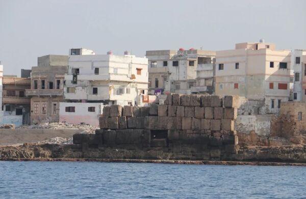 Oltre al porto, i ricercatori hanno trovato tre ancoraggi precedentemente sconosciuti e resti di diverse strutture idrotecniche, come pareti del molo. - Sputnik Italia