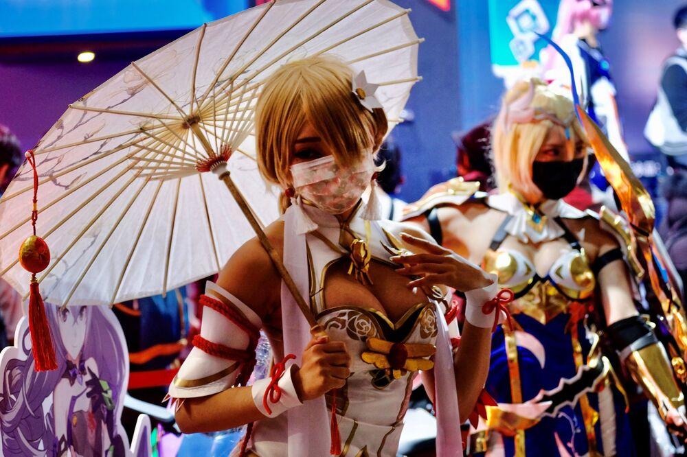 Modelle cosplay posano per le fotografie durante il primo giorno del Taipei Game Show di quattro giorni presso il Nangang Exhibition Center di Taipei, il 28 gennaio 2021