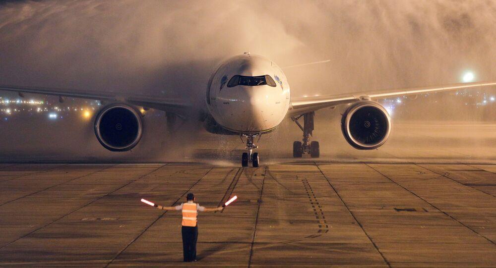 L'aereo con il cargo vaccini AstraZeneca / Oxford atterra a Rio