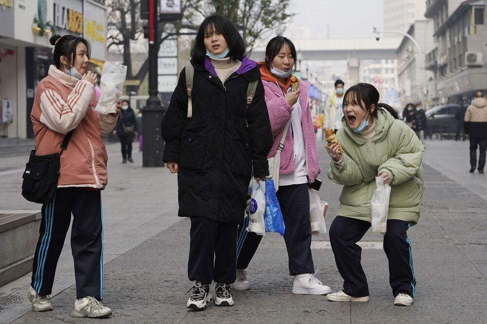 Giovani donne cinesi a Wuhan, in Cina