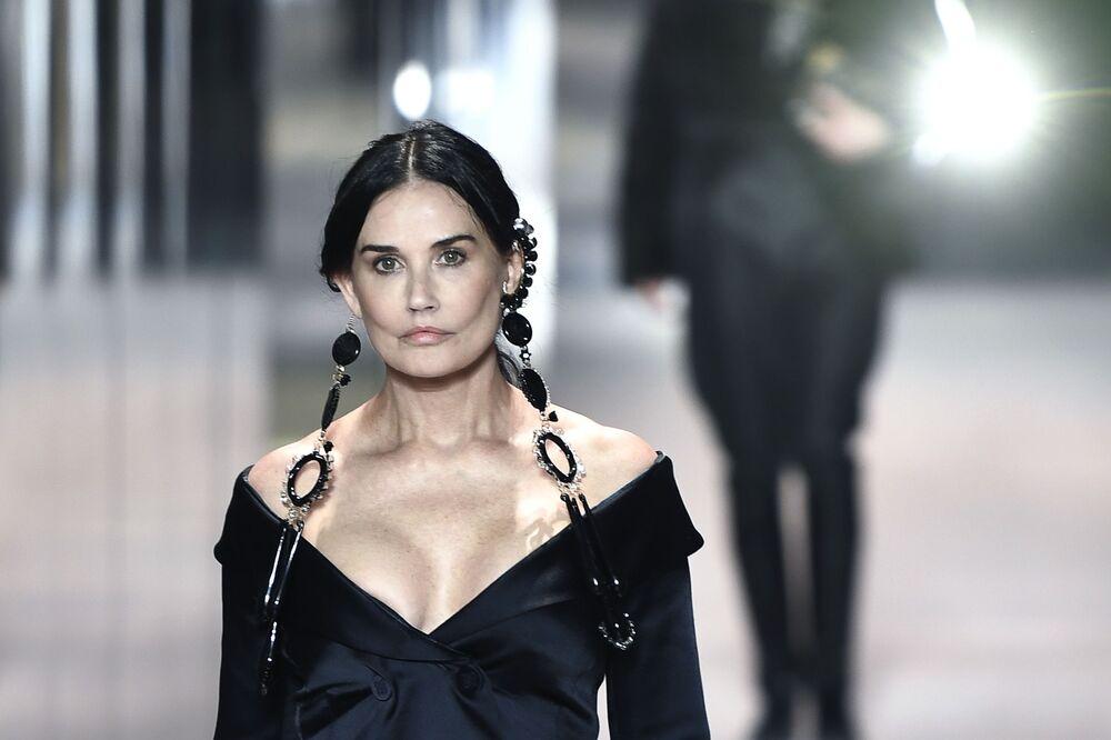 L'attrice Demi Moore durante la sfilata di Fendi alla settimana della moda di Parigi, Francia