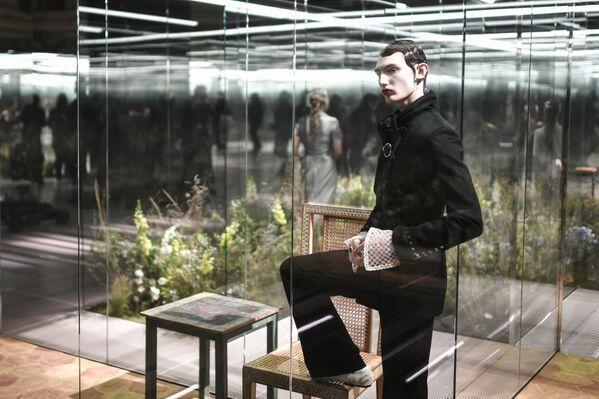 Diversi ospiti speciali alla sfilata di Fendi in occasione della Milano Fashion Week 2021.  - Sputnik Italia