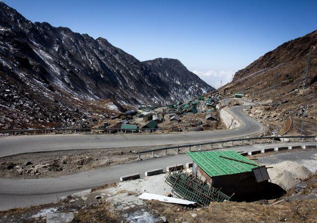 Strade al confine tra India e Cina (foto d'archivio)