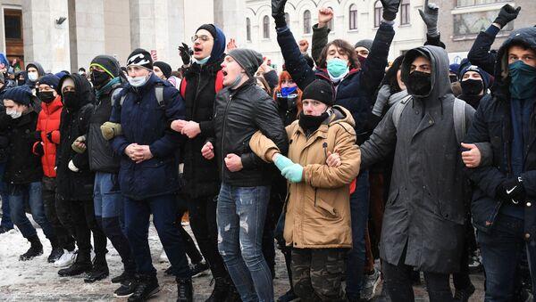 Partecipanti alle manifestazioni non autorizzate a sostegno di Navalny a Mosca - Sputnik Italia
