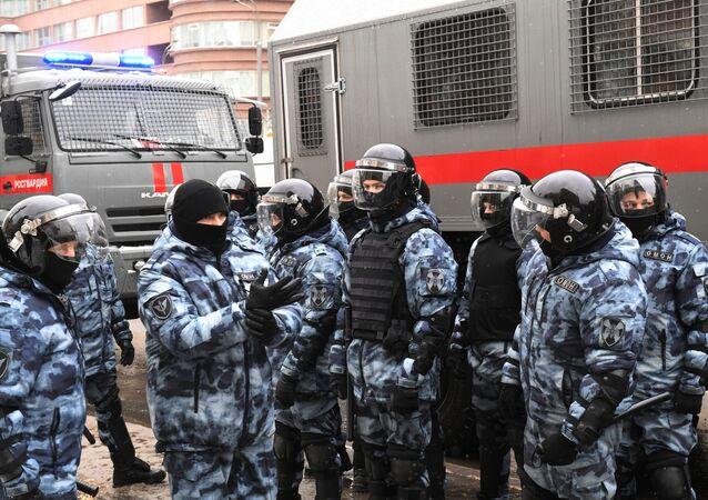Forze dell'ordine durante manifestazioni non autorizzate in Russia
