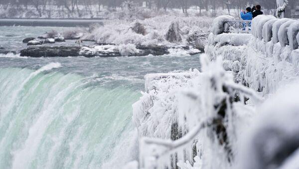 La foto di Horseshoe Fall, la più grande delle tre cascate che compongono il complesso del Niagara, Canada.  - Sputnik Italia