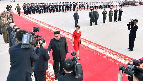 Il leader nordcoreano Kim Jong-un con la moglie Ri Sol-ju - Sputnik Italia