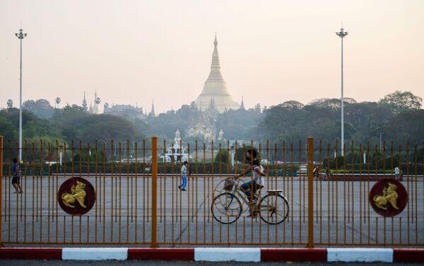La Shwedagon Pagoda di Yangon è il sito buddhista più sacro del Myanmar - Sputnik Italia