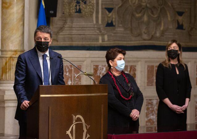 Matteo Renzi al termine delle consultazioni con Roberto Fico