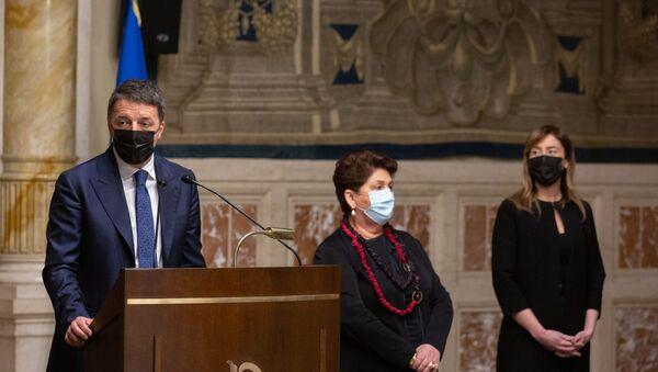 Matteo Renzi al termine delle consultazioni con Roberto Fico - Sputnik Italia