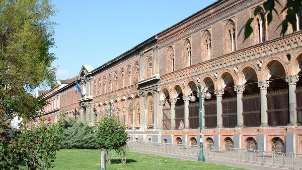 Facciata della sede dell'Università Statale di Milano in via Festa del Perdono, vista dal giardino di largo Richini - Sputnik Italia