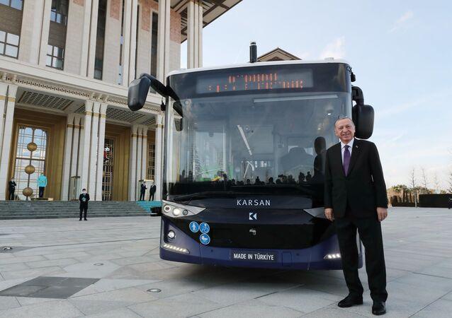Recep Tayyip Erdogan autobus elettrico