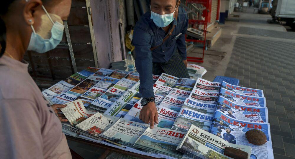Venditore di giornali in Myanmar