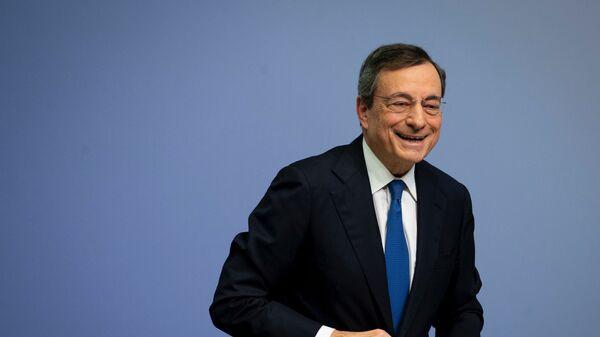 Mario Draghi dopo una conferenza stampa a Francoforte - Sputnik Italia