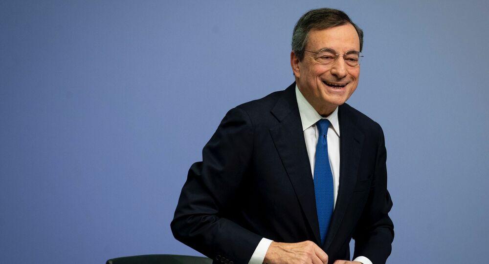 Mario Draghi dopo una conferenza stampa a Francoforte