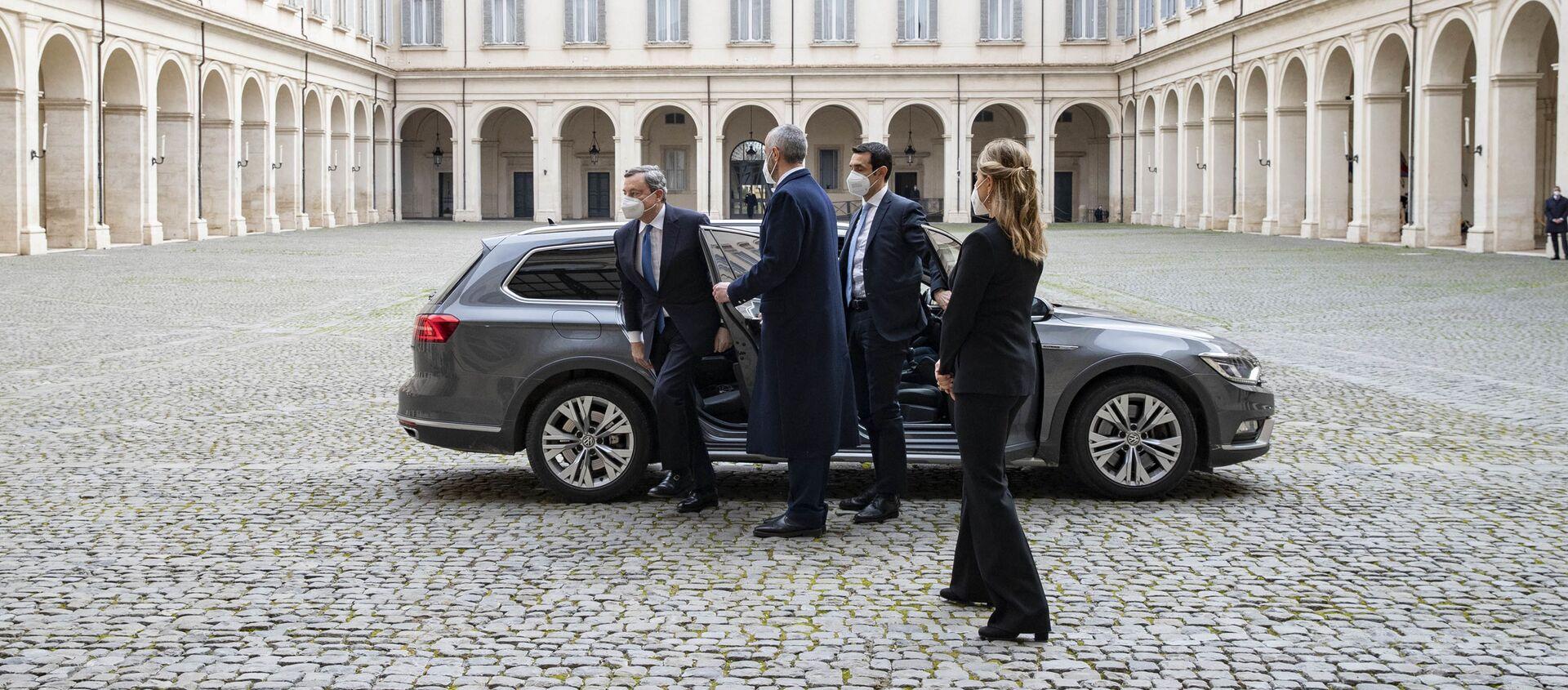Il Prof Mario Draghi arriva al Quirinale - Sputnik Italia, 1920, 03.02.2021