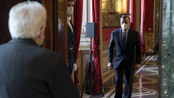 Il Presidente della Repubblica Sergio Mattarella accoglie Draghi - Sputnik Italia