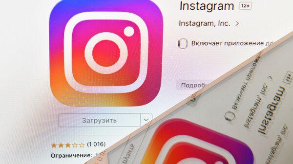 Logo di Instagram sullo schermo di uno smartphone - Sputnik Italia