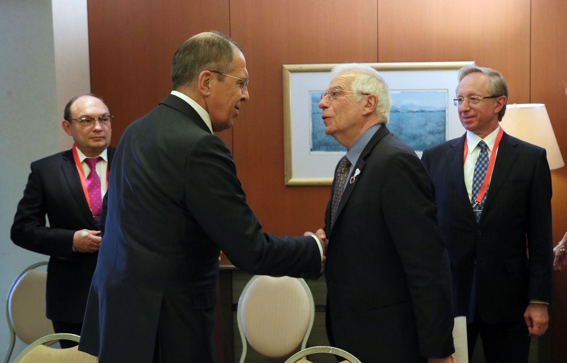 Caso Navalny, domani Borrell a Mosca e a fine mese la decisione UE su nuove misure contro la Russia - Sputnik Italia, 1920, 03.02.2021