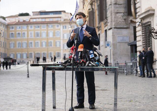 Giuseppe Conte incontra la stampa