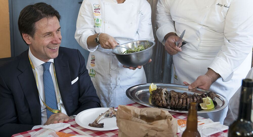 Il Presidente del Consiglio, Giuseppe Conte, ha visitato il Villaggio Coldiretti di Piazza Sant'Anastasia a Roma, durante l'iniziativa La terra non trema: i contadini resistono, con le aziende agricole delle aree terremotate del Centro Italia.