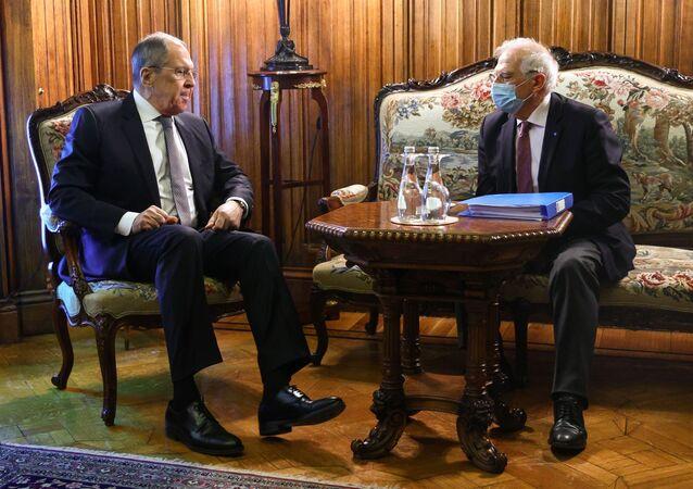 Il vertice tra il ministro degli Esteri russo Sergei Lavrov e l'Alto rappresentante per gli Affari Esteri dell'Ue Josep Borrell
