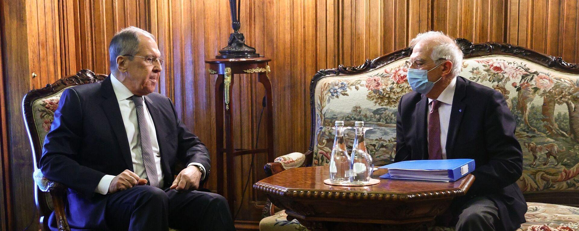 Il vertice tra il ministro degli Esteri russo Sergei Lavrov e l'Alto rappresentante per gli Affari Esteri dell'Ue Josep Borrell - Sputnik Italia, 1920, 07.02.2021