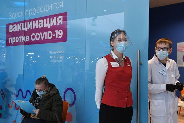 Nella sola città di Mosca sono oltre 100 i punti mobili di vaccinazione - Sputnik Italia