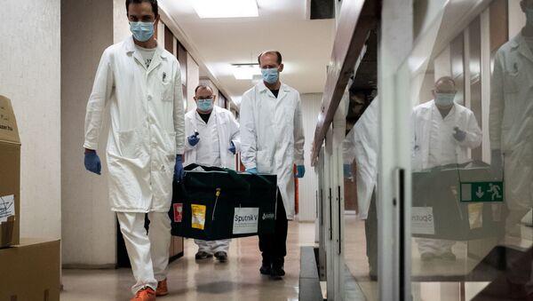 Il vaccino Sputnik V preso in consegna dagli specialisti ungheresi - Sputnik Italia