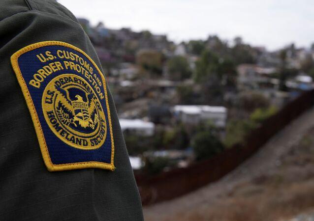 Agente della polizia di dogana San Diego