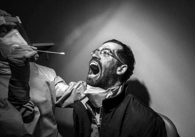 La foto Dolorosa necessità del fotografo italiano Gabriele Micalizzi, che è stata la vincitrice nella categoria Le persone tra i fotogtafi  professionisti del concorso fotografico Tokyo International Foto Awards 2020.