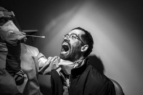 La foto Dolorosa necessità del fotografo italiano Gabriele Micalizzi, che è stata la vincitrice nella categoria Le persone tra i fotogtafi  professionisti del concorso fotografico Tokyo International Foto Awards 2020.  - Sputnik Italia