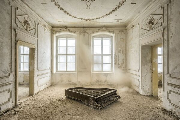 La foto Requiem Pour Pianos del fotografo francese Romain Thiery, che è stata la vincitrice nella categoria Architettura tra i fotografi professionisti del concorso fotografico Tokyo International Foto Awards 2020.  - Sputnik Italia