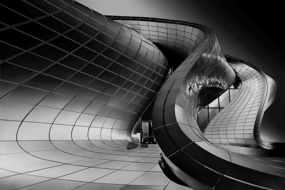 La foto Snake'S Zaha del fotografo italiano Roberto Corinaldesi, che è stata la vincitrice nella categoria Architettura tra i fotografi non professionisti del concorso fotografico Tokyo International Foto Awards 2020.