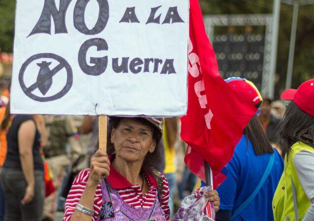 Dimostrante pacifista (foto d'archivio)