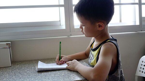 Un bambino cinese a scuola - Sputnik Italia