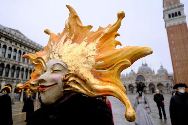 Poche persone mascherate in una piazza San Marco semideserta - Sputnik Italia