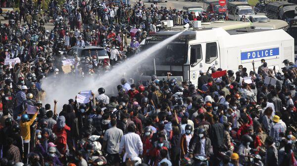 Proteste in Myanamar, Feb. 8, 2021.  - Sputnik Italia