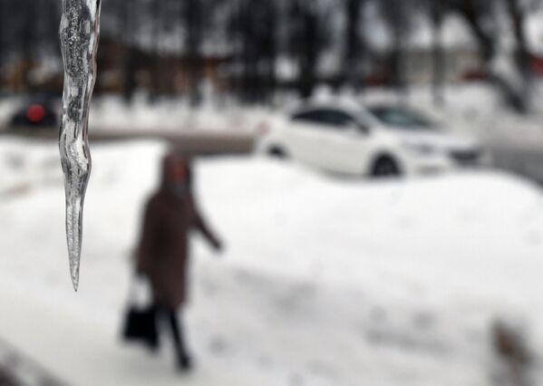 """Nevicate intense e continue per un giorno e mezzo, una vera """"apocalisse di neve"""" attenderebbe Mosca nel fine settimana – queste le previsioni di Yevgeny Tishkovets, dirigente del centro meteorologico Phobos. - Sputnik Italia"""