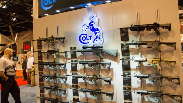 Uno stand di carabine Colt M4 ad un salone tematico nel Missouri - Sputnik Italia