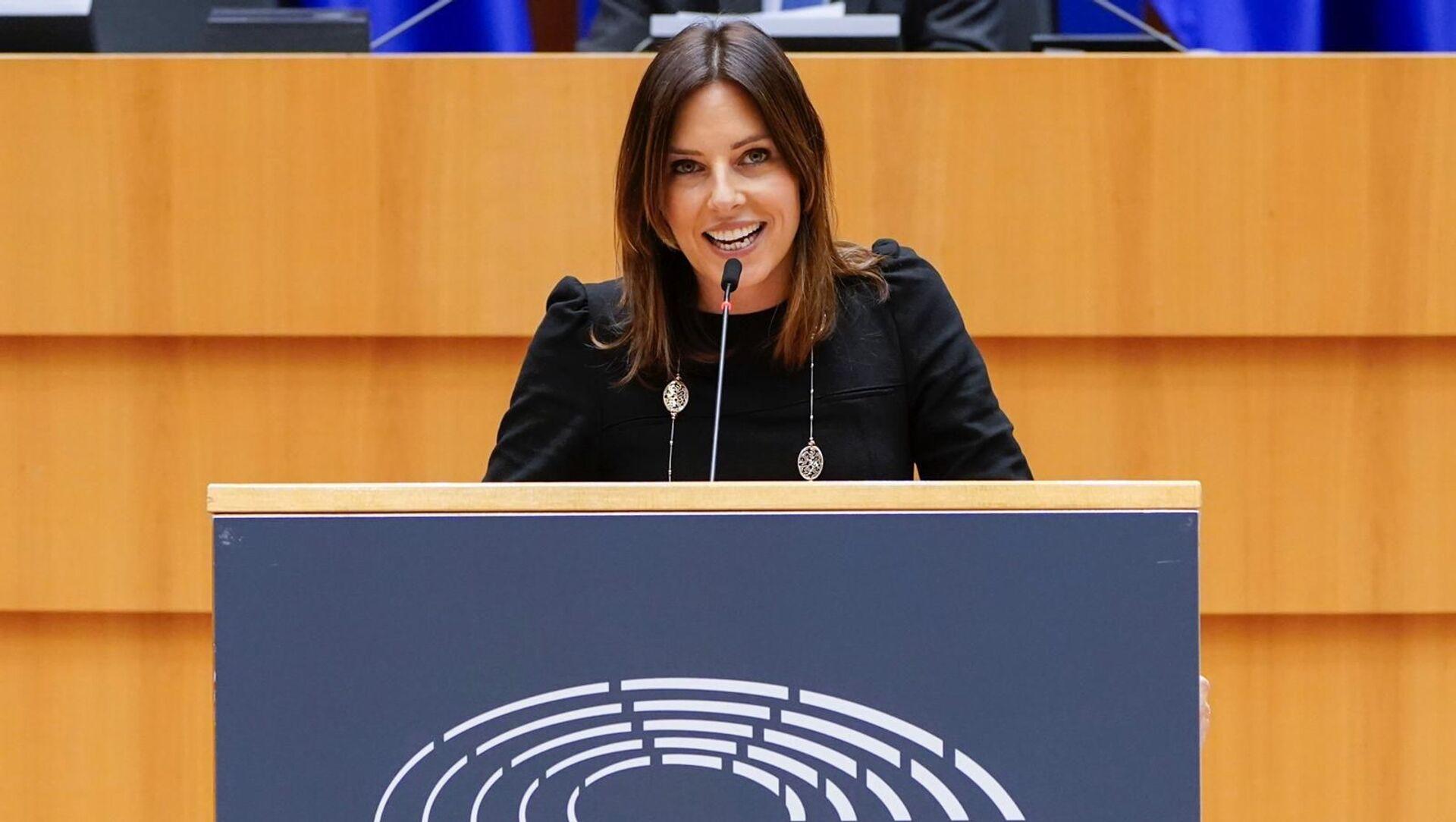 """Eurodeputato Tovaglieri legge il contratto UE-AstraZeneca: """"Secretati i dati importanti sui vaccini"""" - Sputnik Italia, 1920, 12.02.2021"""