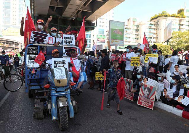 Le dimostrazioni in Myanmar contro il colpo di stato militare