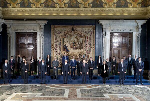 Roma, Il Presidente della Repubblica Sergio Mattarella e il Presidente del Consiglio Mario Draghi con il nuovo Governo,il 13 febbraio 2021 - Sputnik Italia