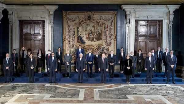 Roma - Il Presidente della Repubblica Sergio Mattarella e il Presidente del Consiglio Mario Draghi con il nuovo Governo,13 febbraio 2021 - Sputnik Italia