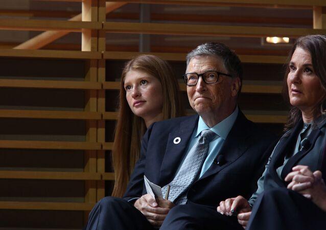 NEW YORK - SEPTEMBER 20: (L-R) Jennifer Gates con il padre Bill e la madre Melinda Gates (foto d'archivio)