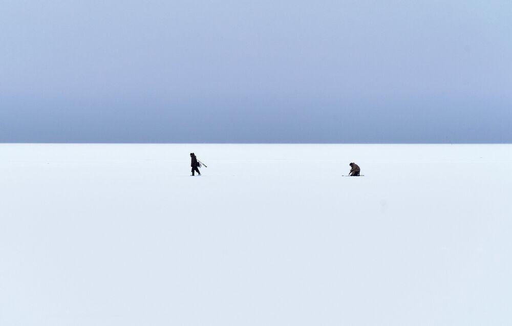 Pescatori sul lago Ladoga nella Repubblica di Carelia, Russia