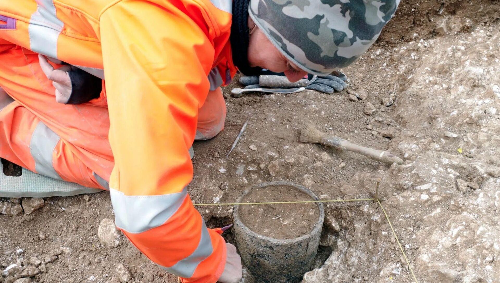Presso Stonehenge trovato da archeologi misterioso oggetto cilindrico - Sputnik Italia, 1920, 17.02.2021