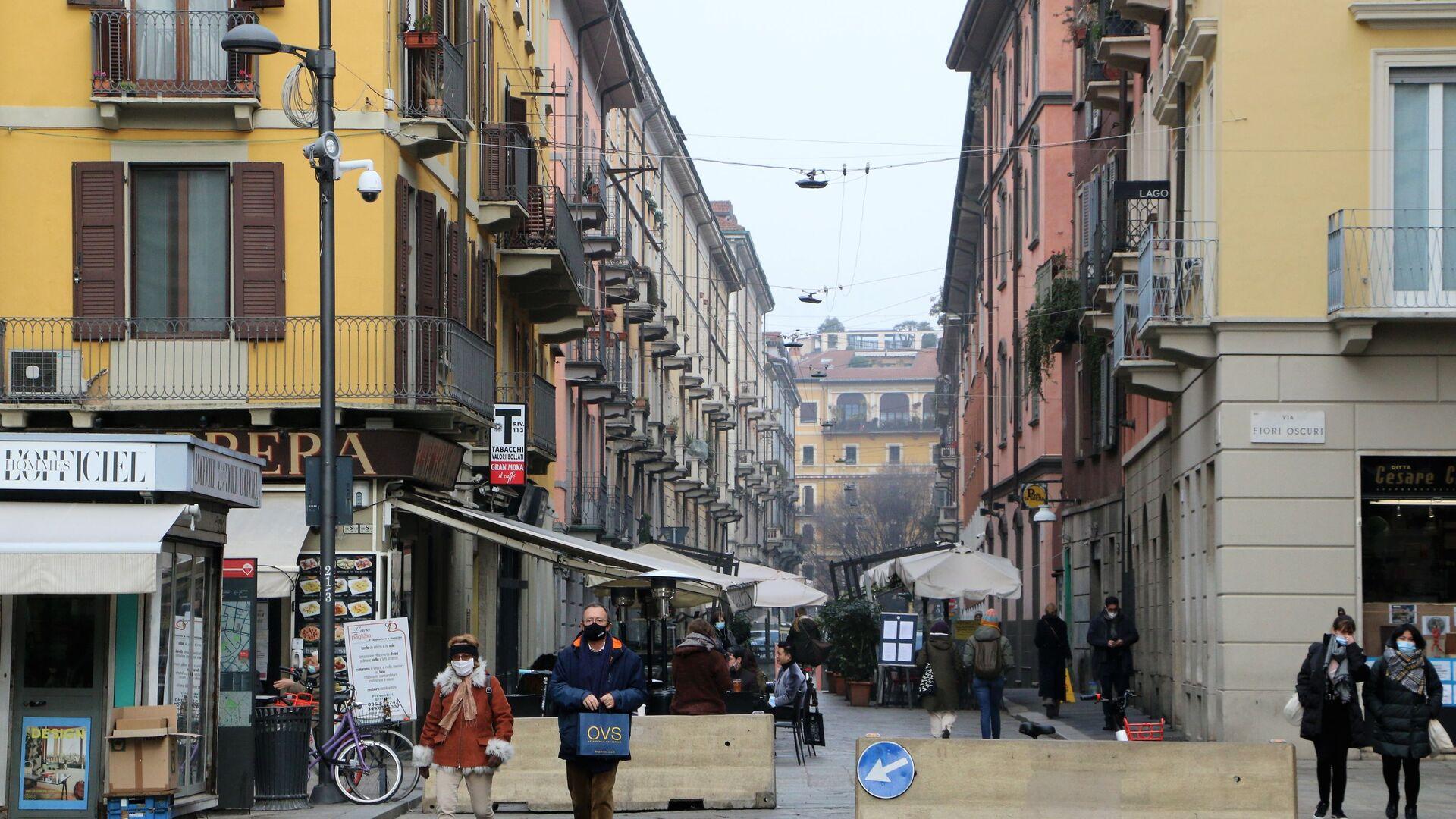 Le persone a Milano durante la pandemia del coronavirus, Italia - Sputnik Italia, 1920, 03.03.2021